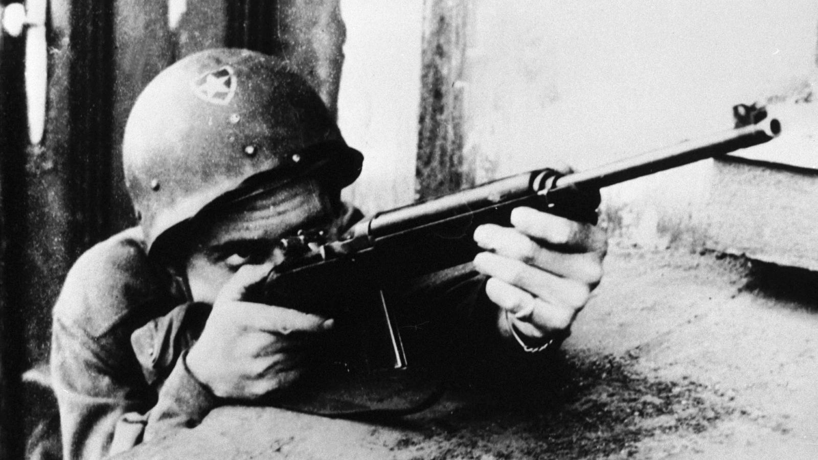 Americký voják při bojích v Plzni