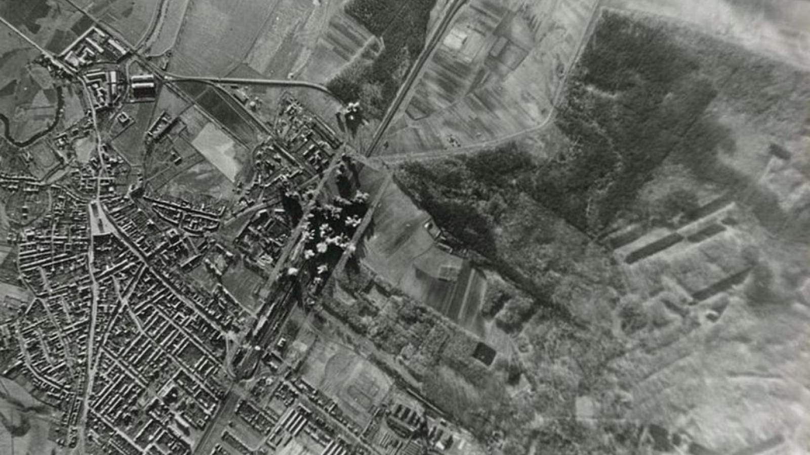 Americké letouny začaly Hodonín bombardovat okolo poledne