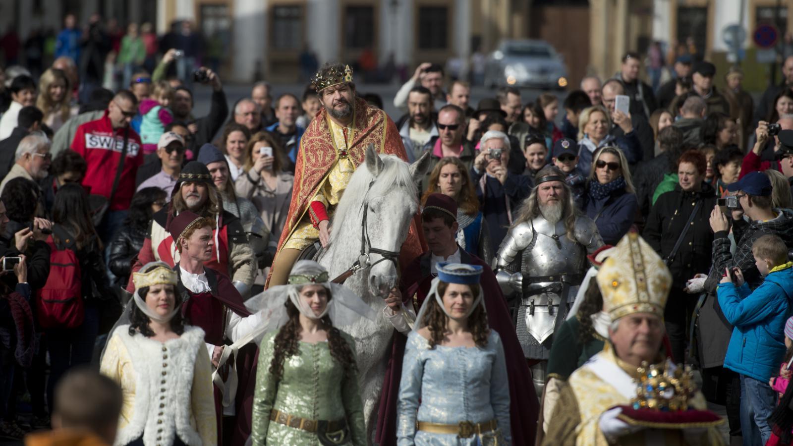 Slavnostní průvod na Pražském hradě