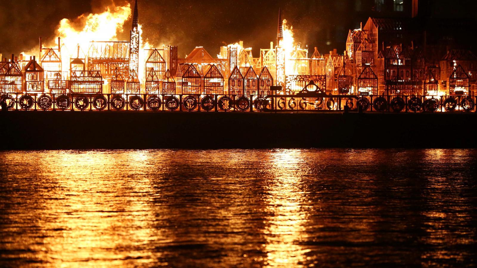 Hořící maketa Londýna ze 17. století