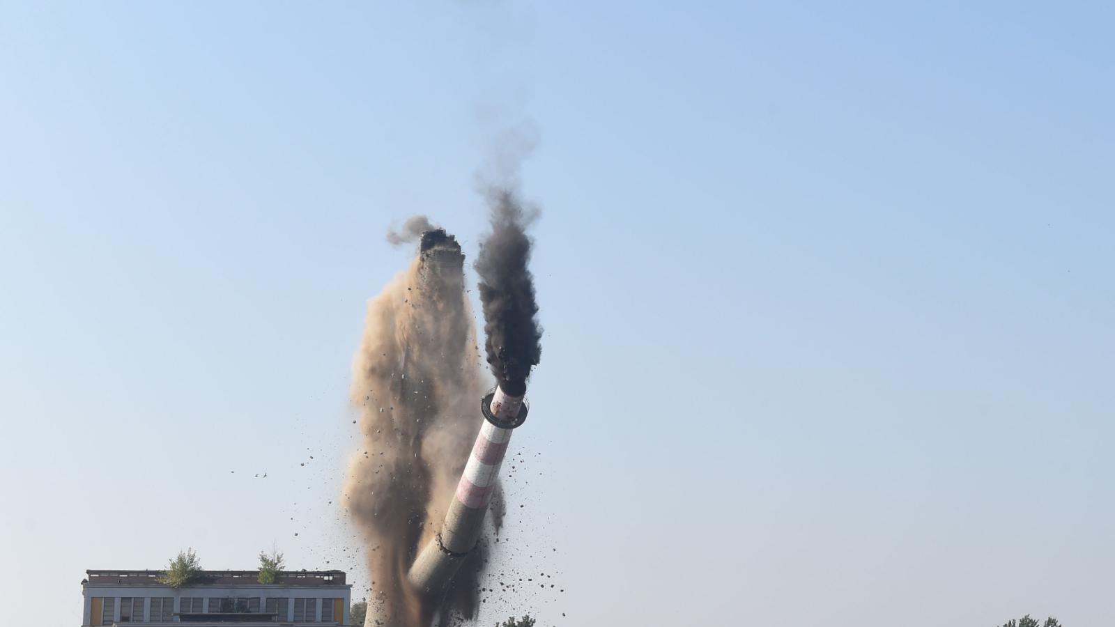 Demolice komína v Prostějově