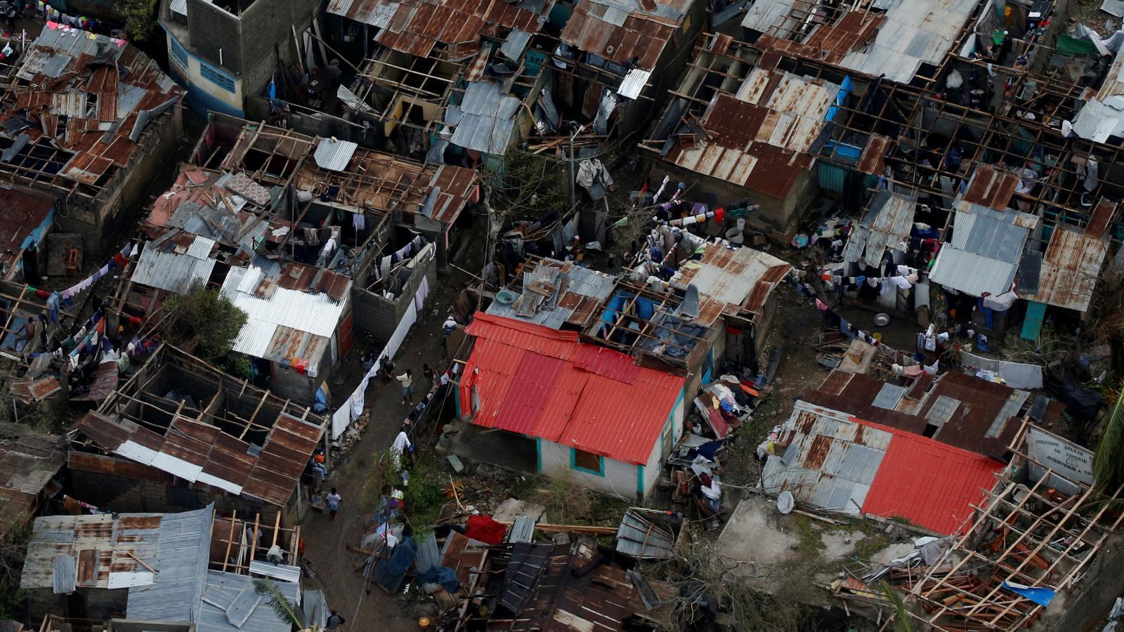 Zničené domy na Haiti