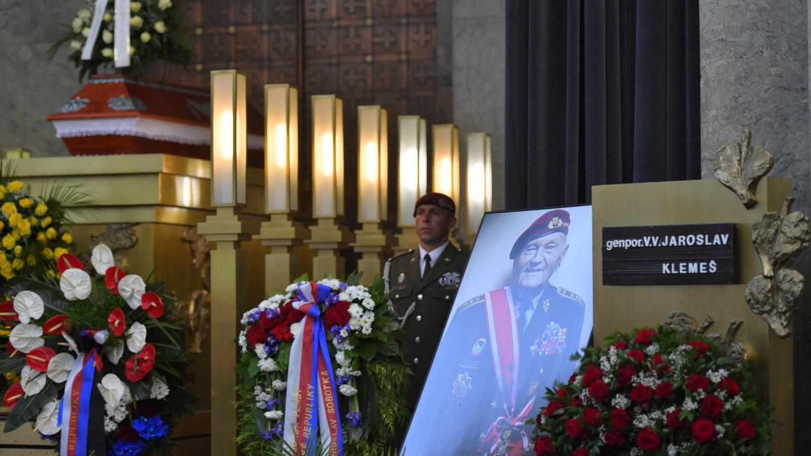 Pohřeb válečného hrdiny a veterána Jaroslava Klemeše - na snímku jeho portrét