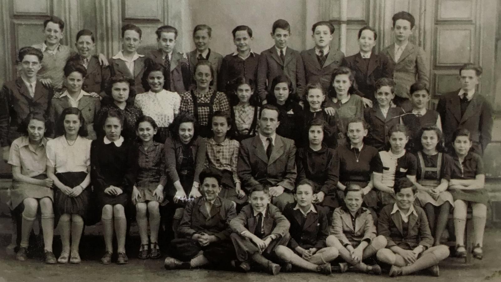 Školní fotografie 1940-1941. Karel Ellinger čtvrtý zleva