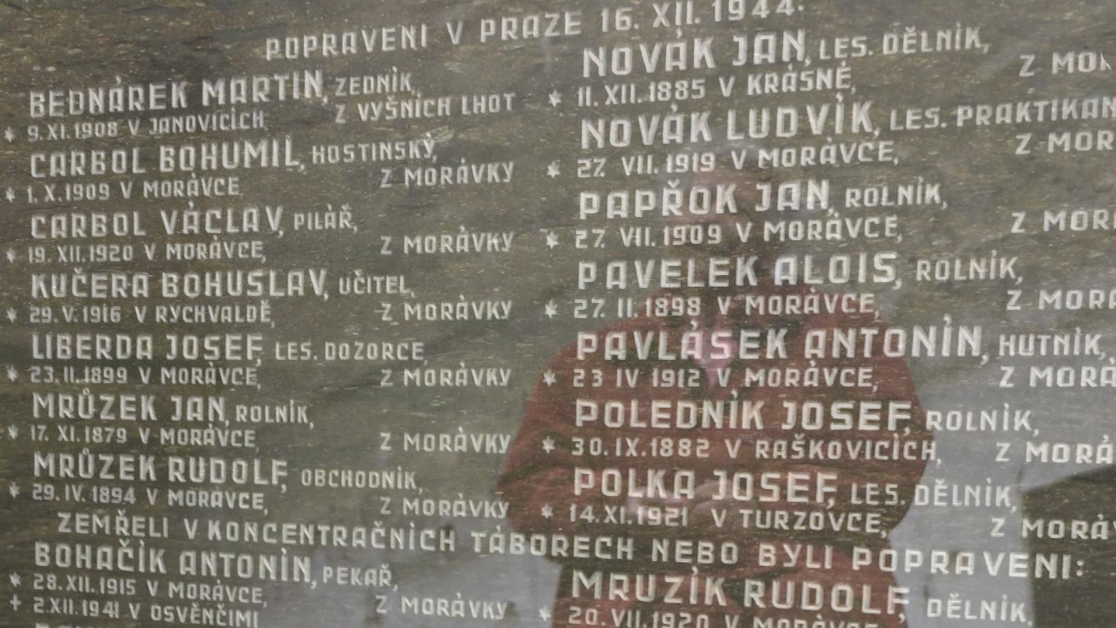 Pamětní deska popraveným lidem z Morávky v Beskydech