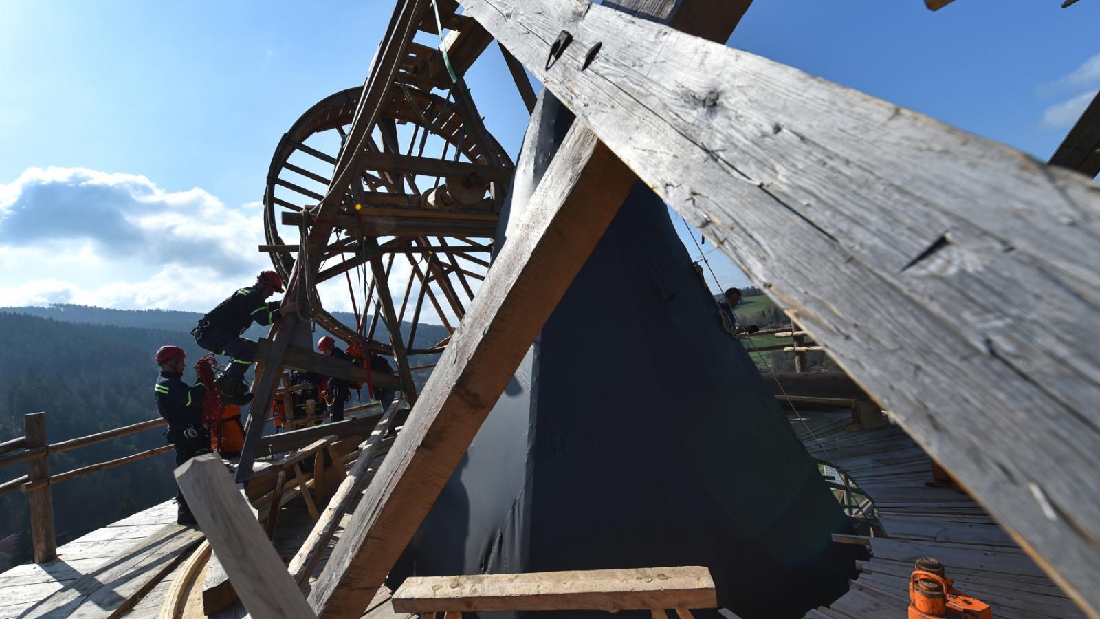 Taktické cvičení záchranného hasičského sboru na věži Jakobínka