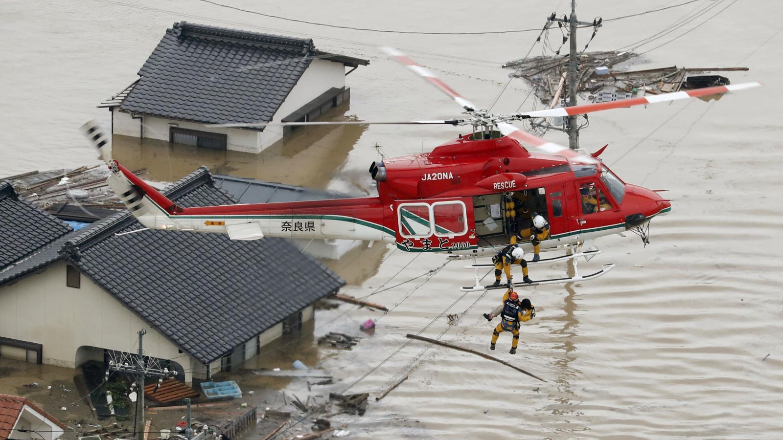 Evakuace lidí ze zaplavených oblastí
