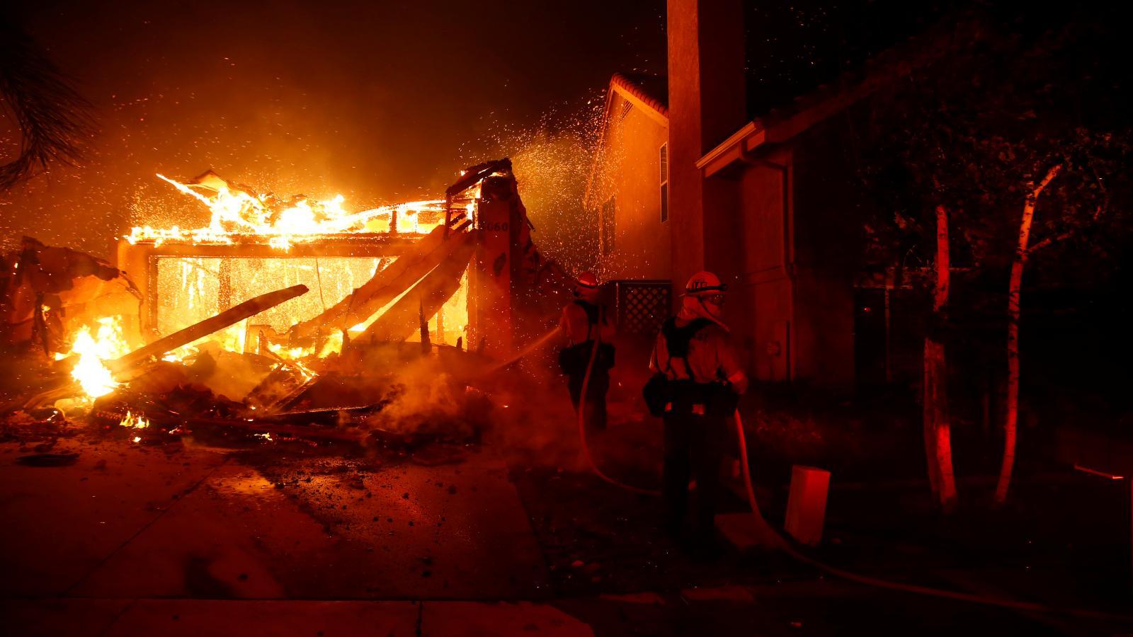 Rozsáhlé požáry postupují Kalifornií