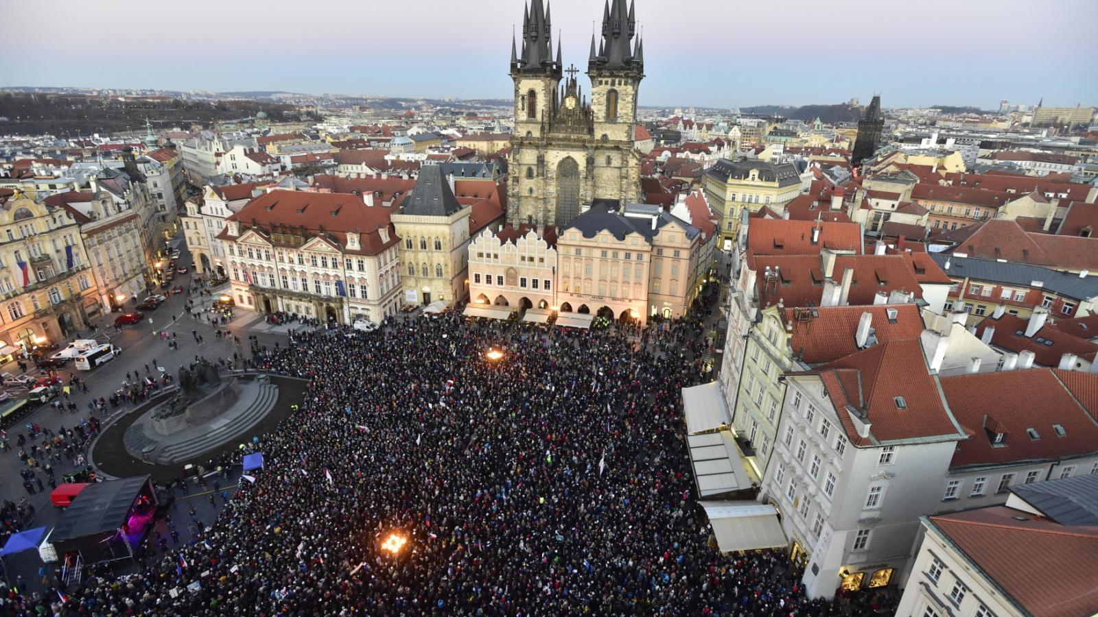 Demonstrace na Staroměstském náměstí