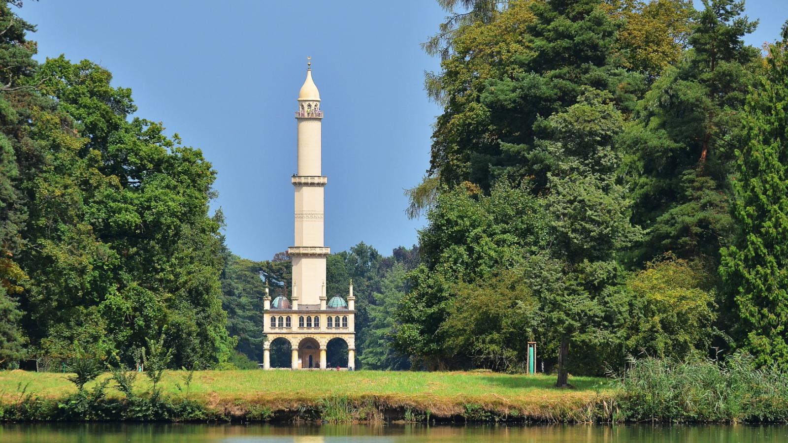 Minaret v zámeckém parku v Lednici