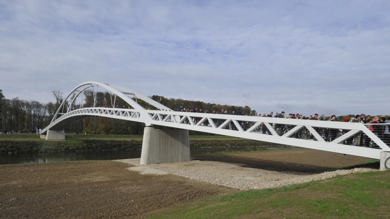 Most mezi Mikulčicemi a Kopčany