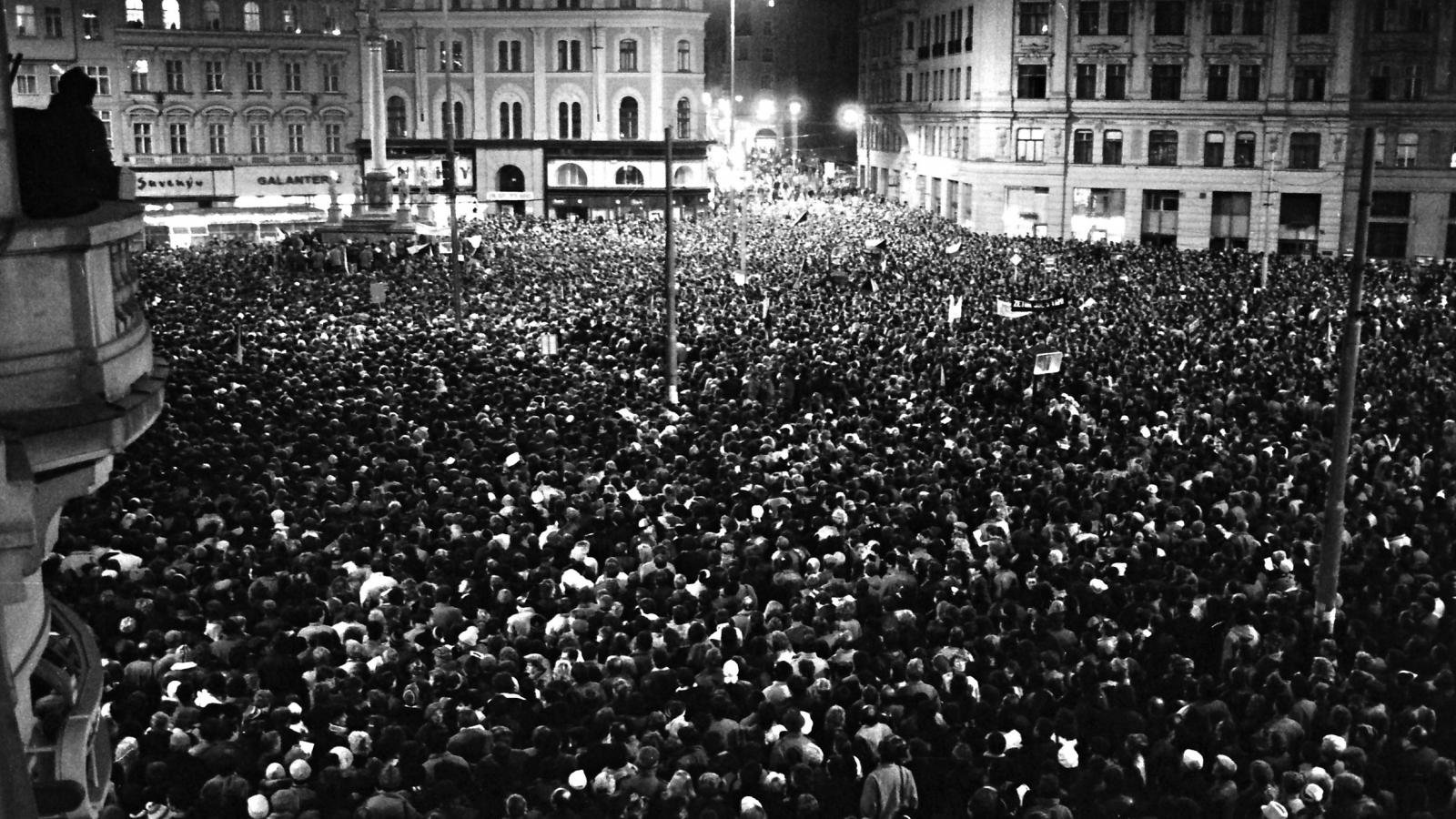 Listopad 89 na fotografiích Františka Kressy