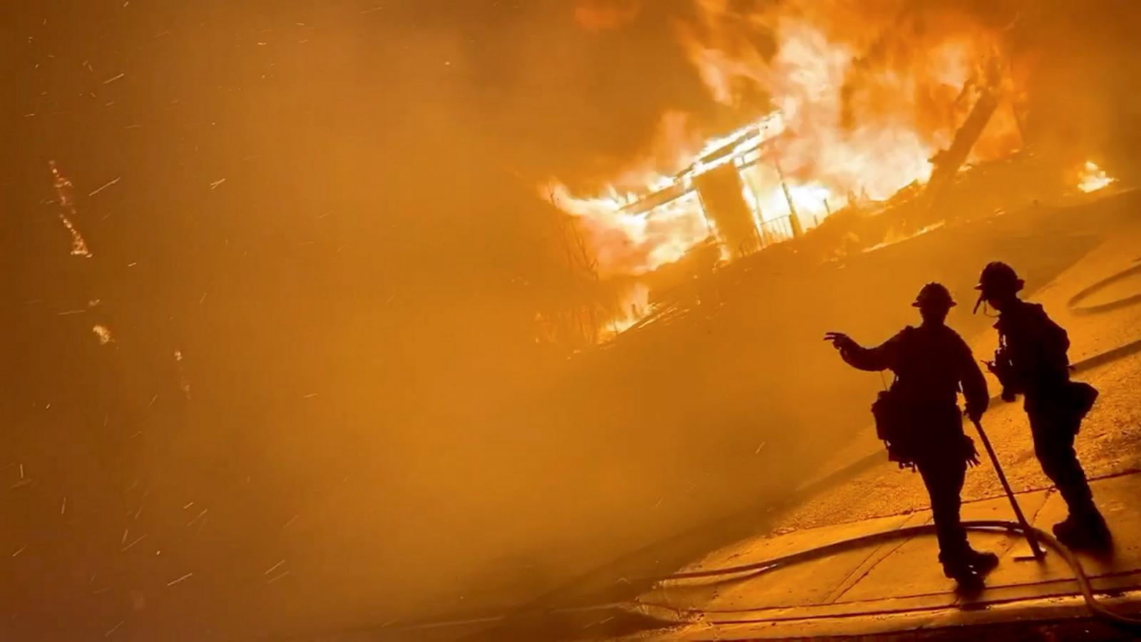 Hasiči během zásahu v San Bernardinu