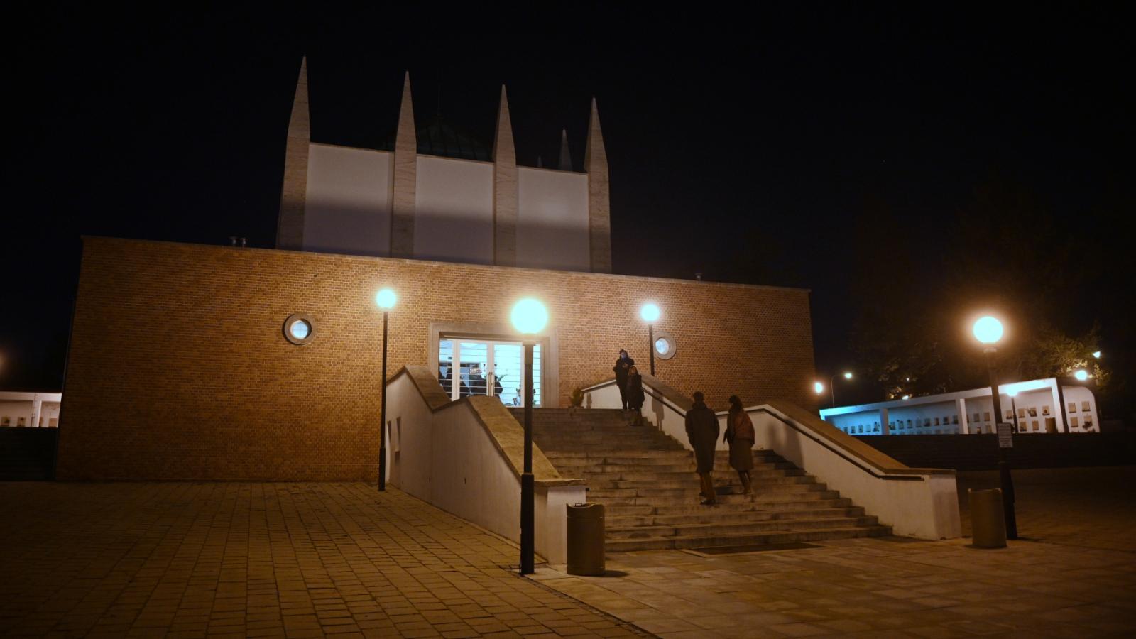 Krematorium v Brně v noci