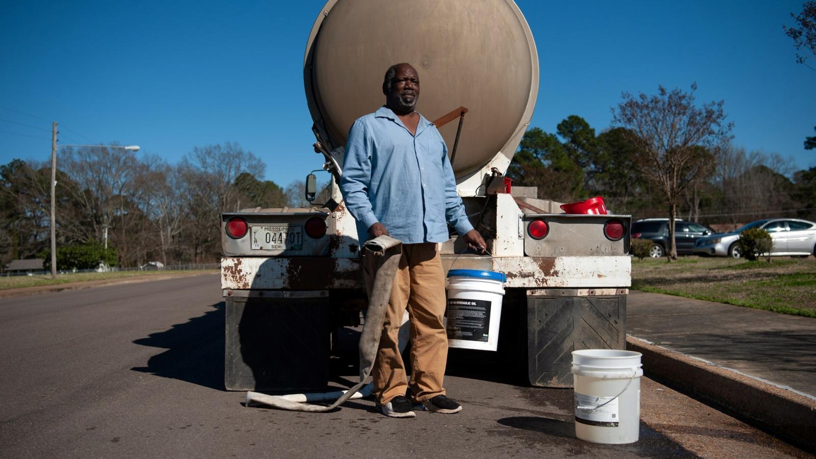 Sněhová bouře způsobila dlouhodobý výpadek v dodávkách vody ve městě Jacksonv, v hlavním a zároveň nejlidnatějším městě amerického státu Mississippi