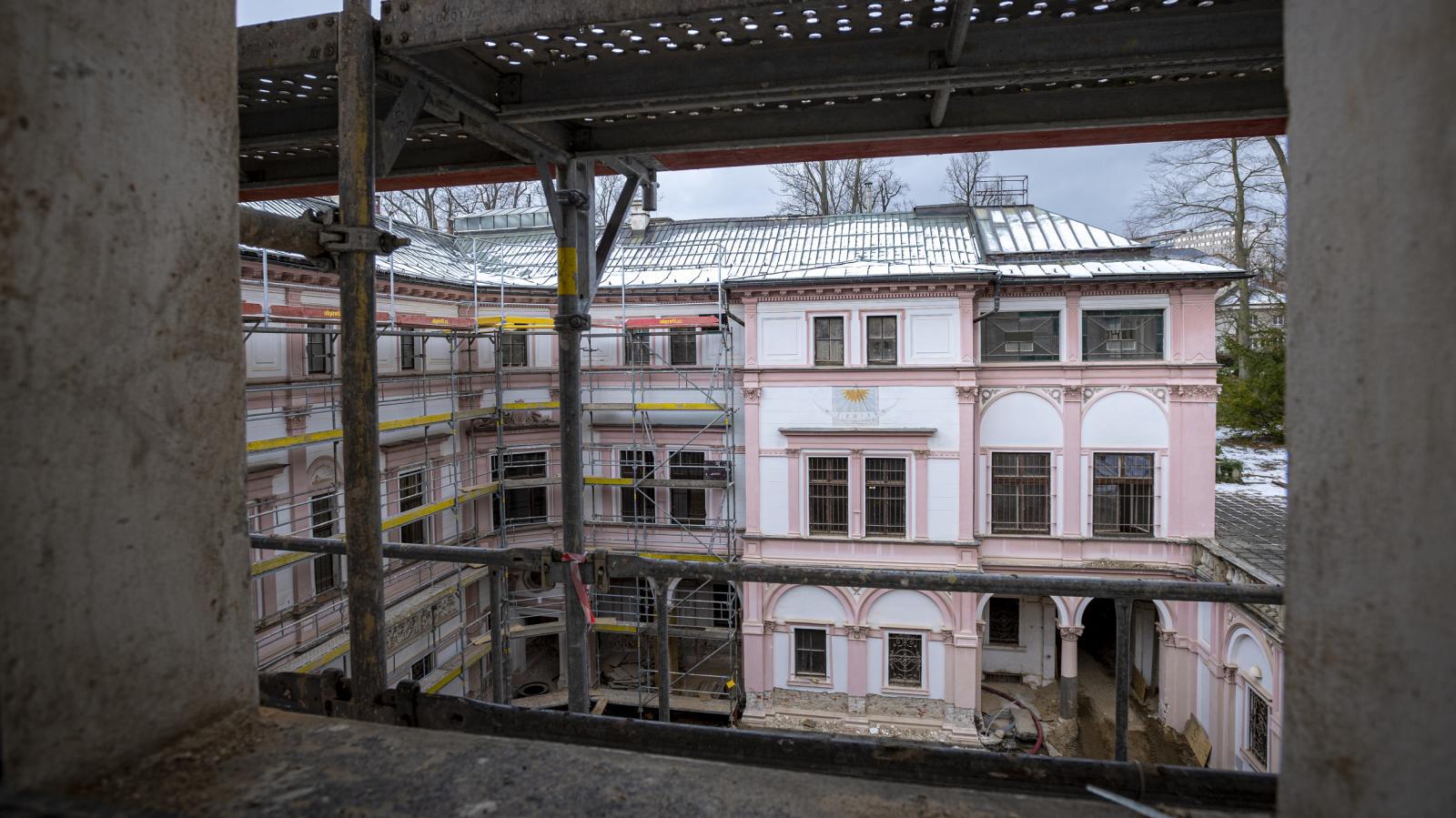 Probíhající rekonstrukce Liebiegova paláce v Liberci