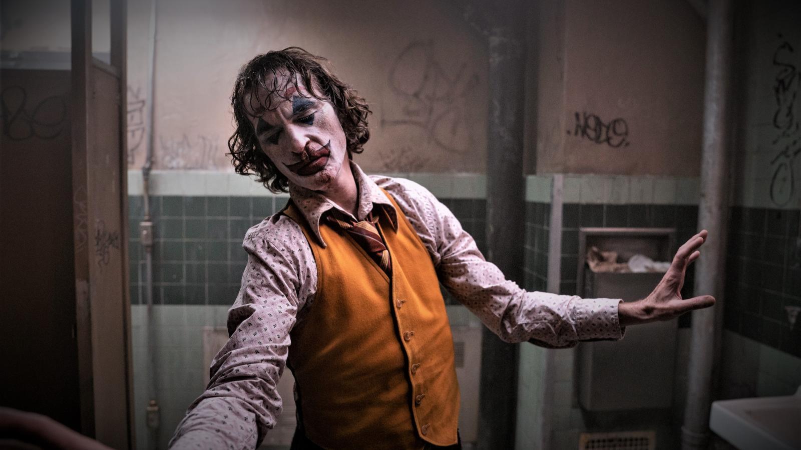 Jokerova taneční scéna na veřejných záchodcích vznikla při reprodukci už hotového filmového doprovodu