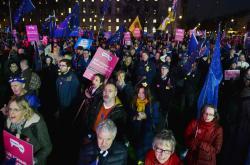 Protesty před britským parlamentem