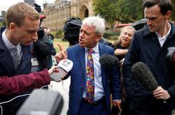John Bercow hovoří s novináři