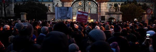 Lidé se v Bratislavě sešli, aby uctili památku zavražděného novináře Jána Kuciaka a jeho přítelkyně
