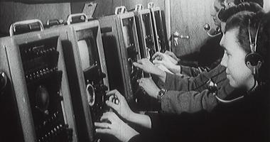 Technici při jednom z prvních televizních přenosů