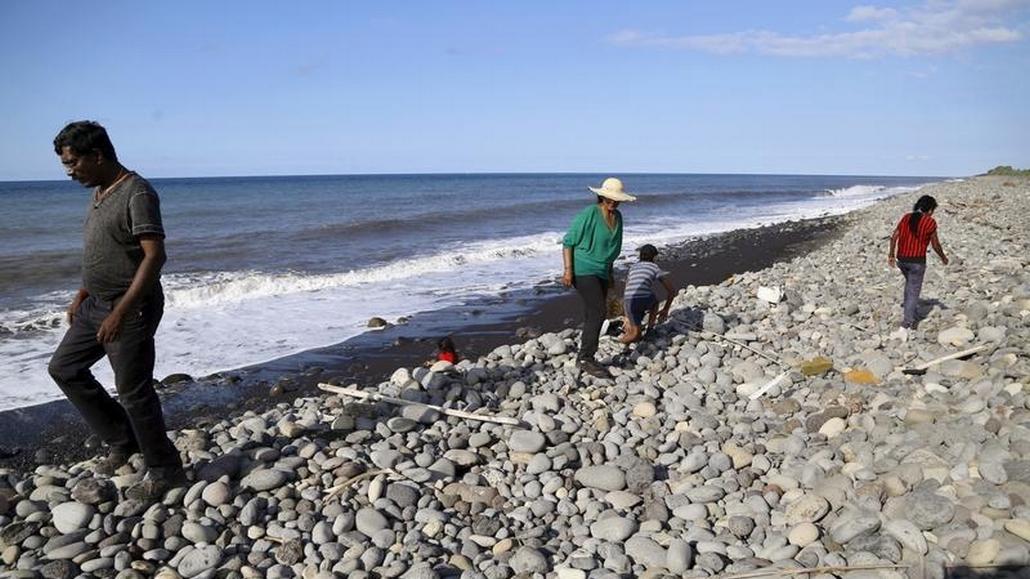 Pláž v blízkosti Saint-Denis, kde se našel první úlomek