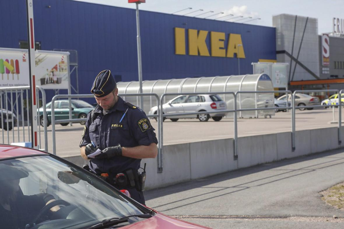 Obchodní dům IKEA ve Švédsku, kde útočník zabil dva lidi