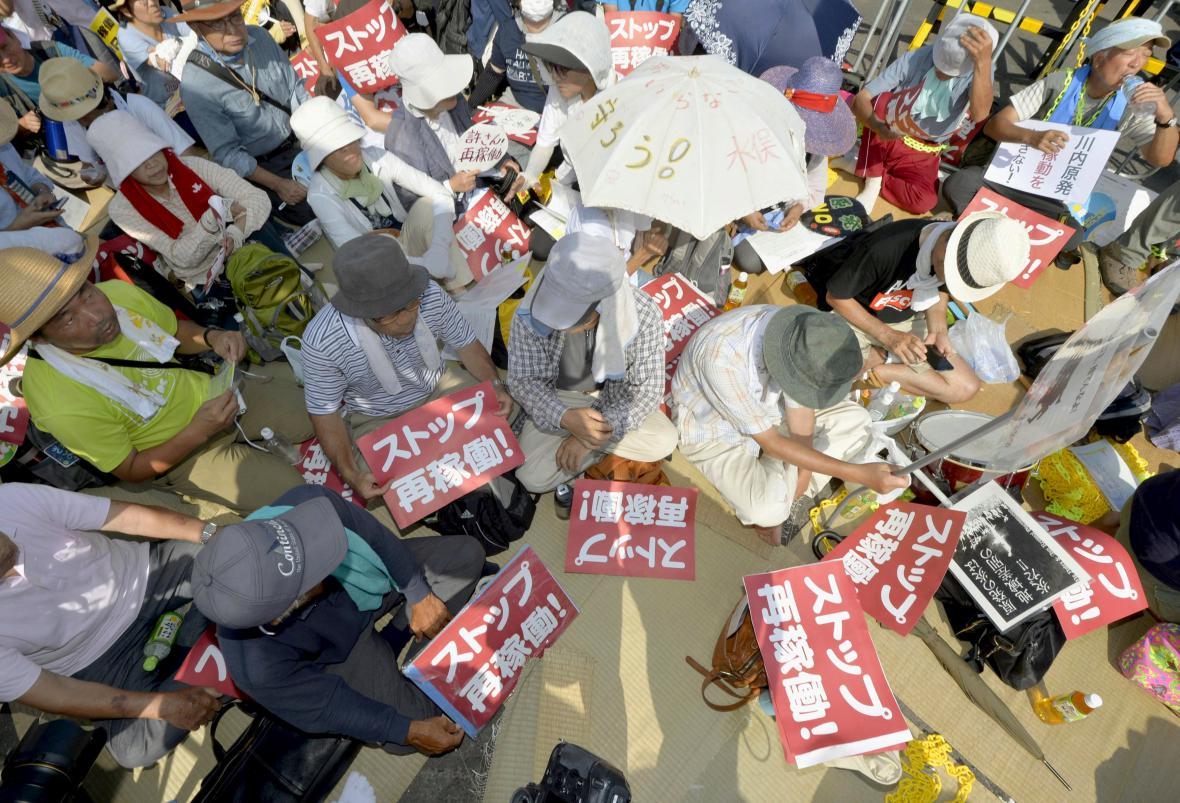 Demonstranti odmítají japonský návrat k jádru