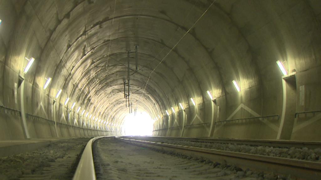 Stavba koridoru u Tábora zahrnovala výstavbu estakády, mostu nebo tunelu