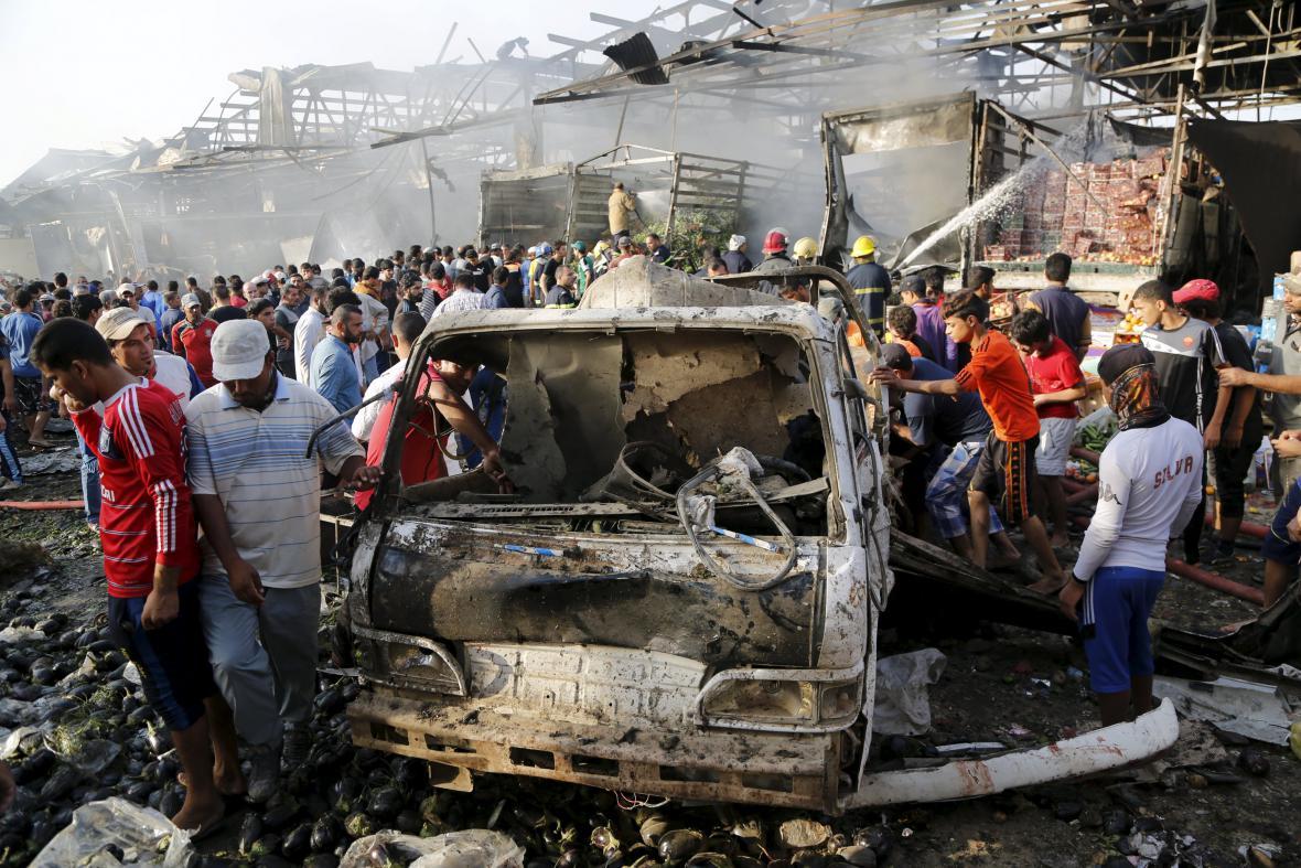 Výbuch na přeplněném tržišti na okraji Bagdádu