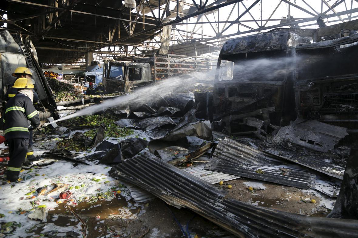 Hasiči zasahují po výbuchu na tržišti v Bagdádu