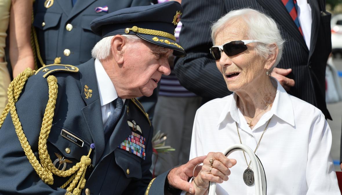 Emil Boček s Hanou Fajtlovou, vdovou po generálovi Františku Fajtlovi