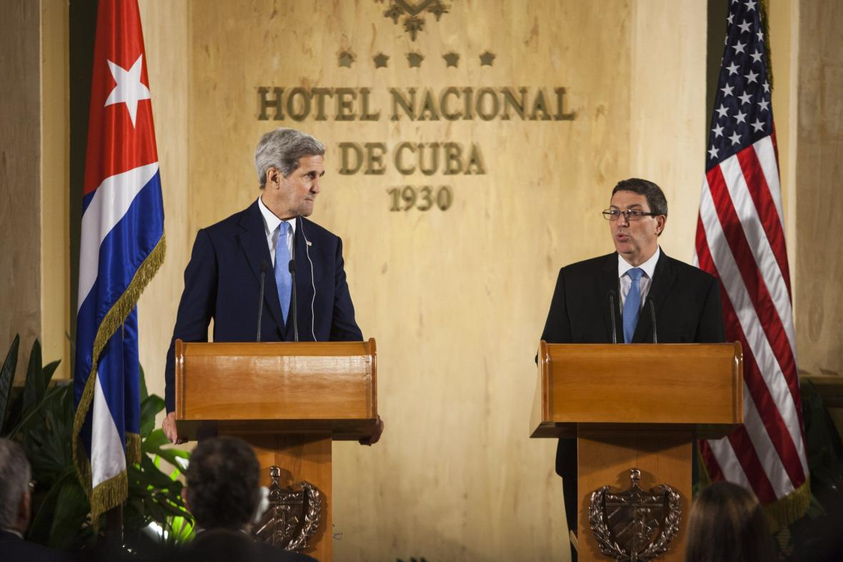 John Kerry a Bruno Rodríguez na tiskové konferenci