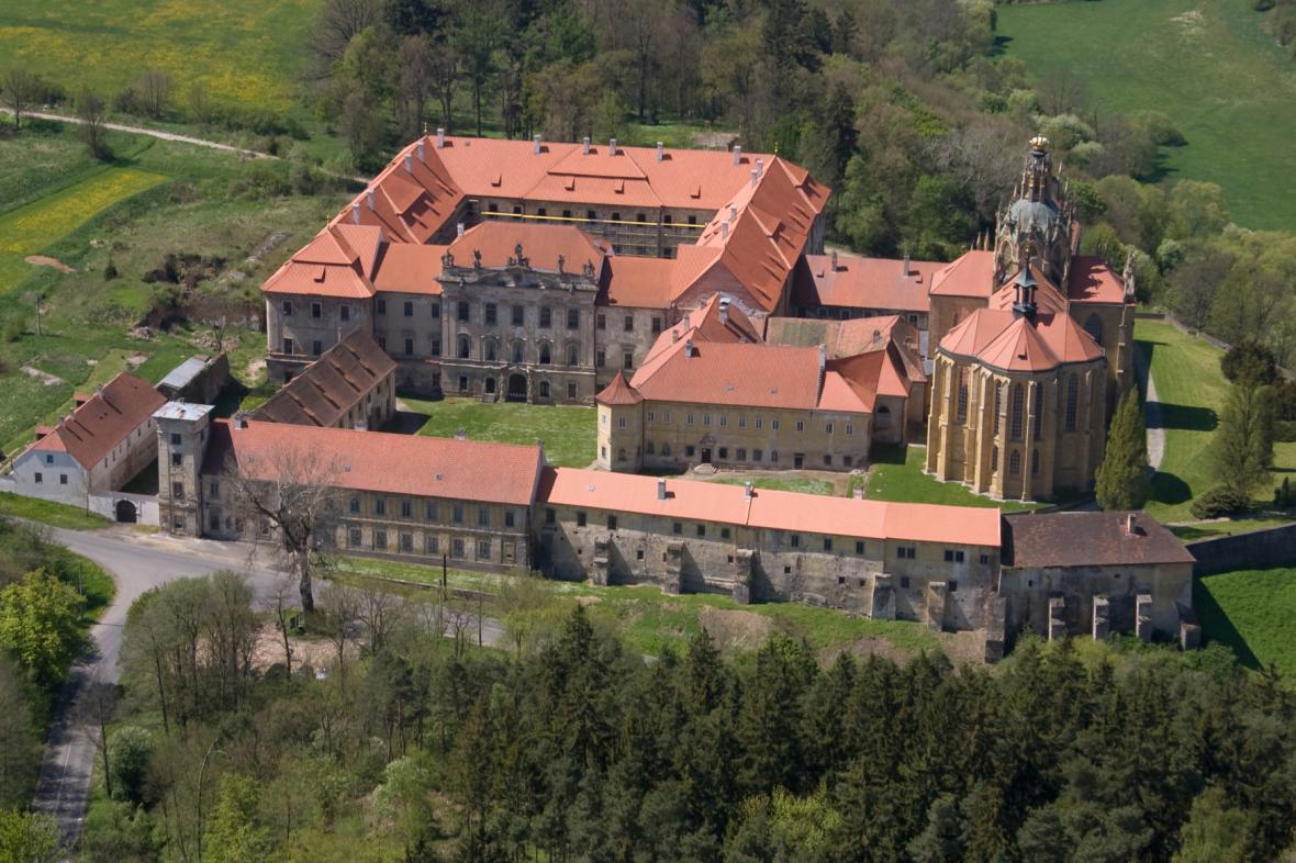 Klášter v Kladrubech na leteckém snímku z roku 2008