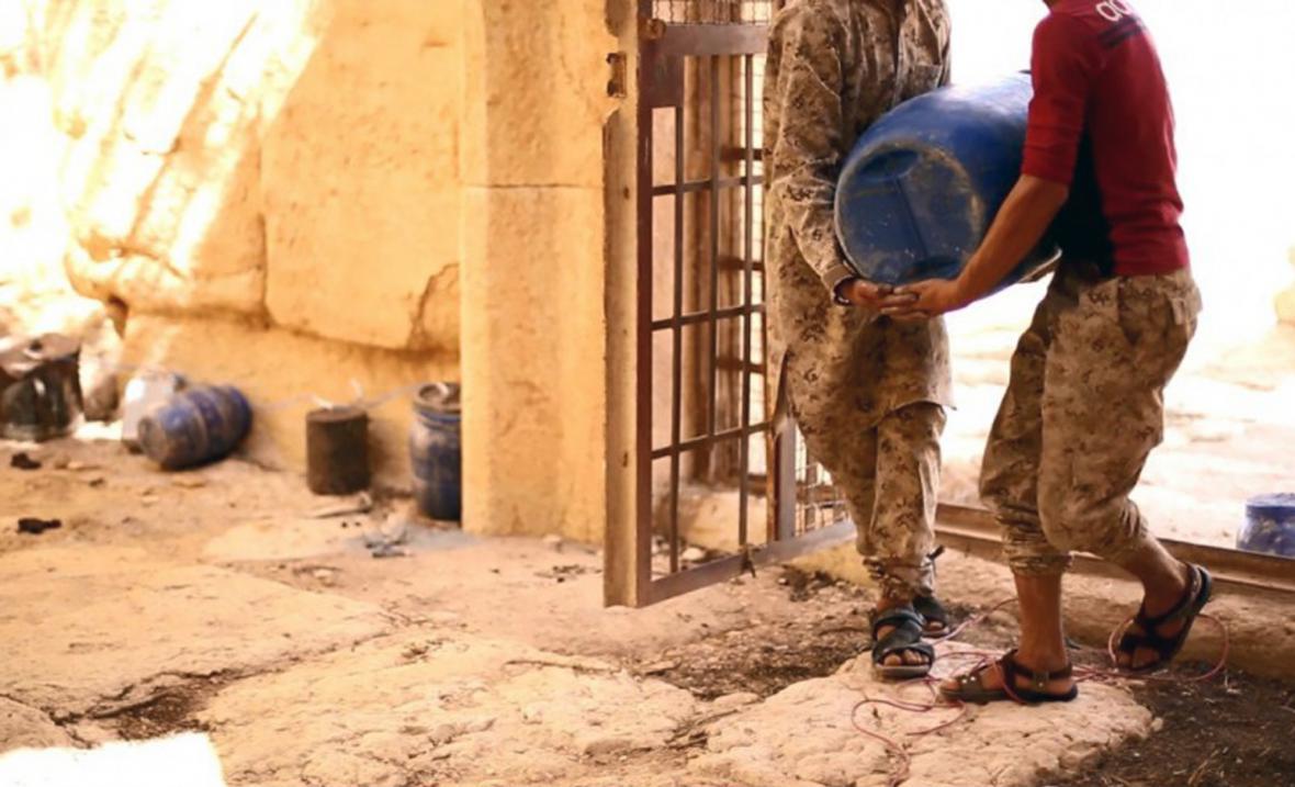 Islamisté zveřejnili fotky ze zničení chrámu v Palmýře