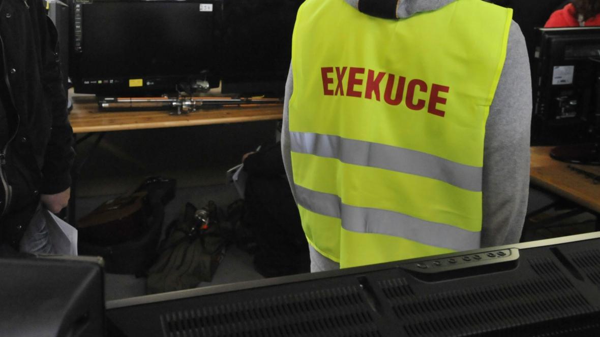 Záběr z exekuční dražby v Přerově