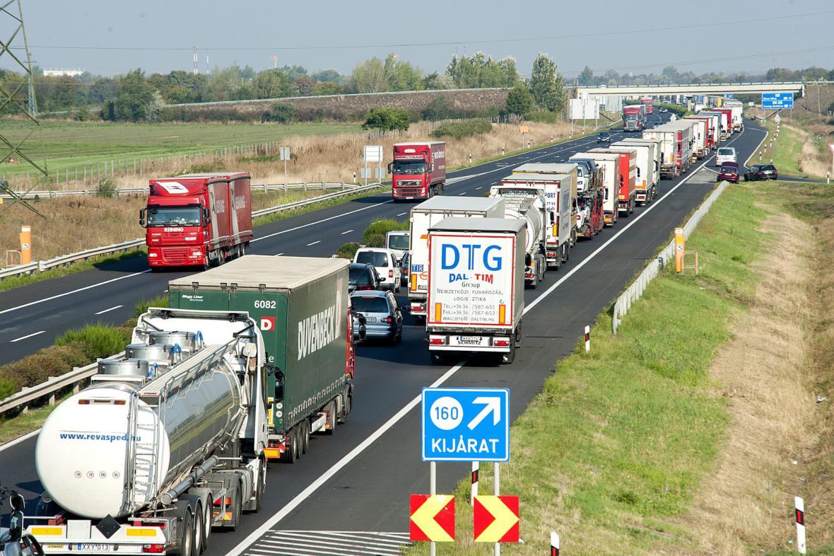 Kolony kvůli kontrolám na hranicích s Rakouskem