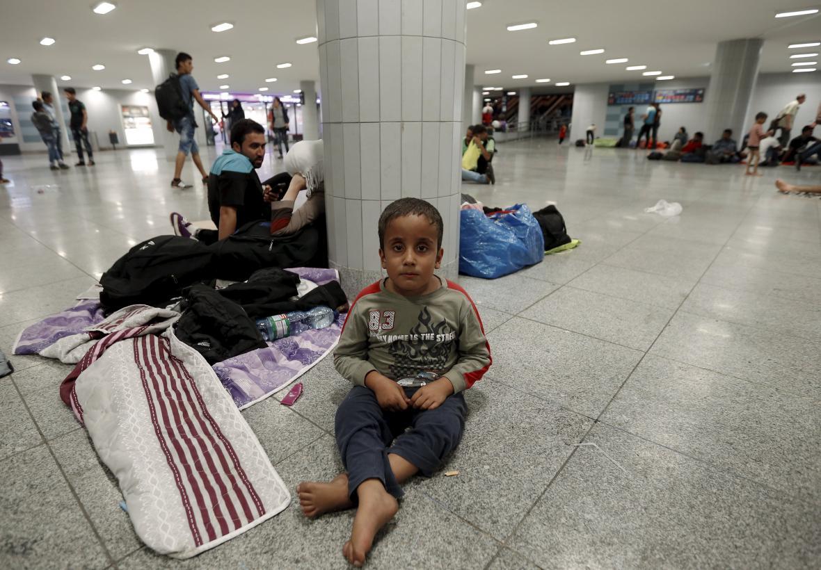 Uprchlíci na nádraží v Maďarsku