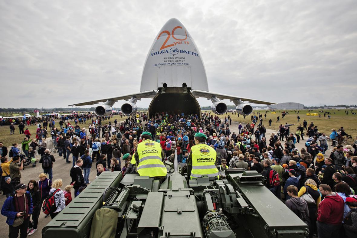 Dny NATO 2013 - transportní letadlo An-124 Ruslan