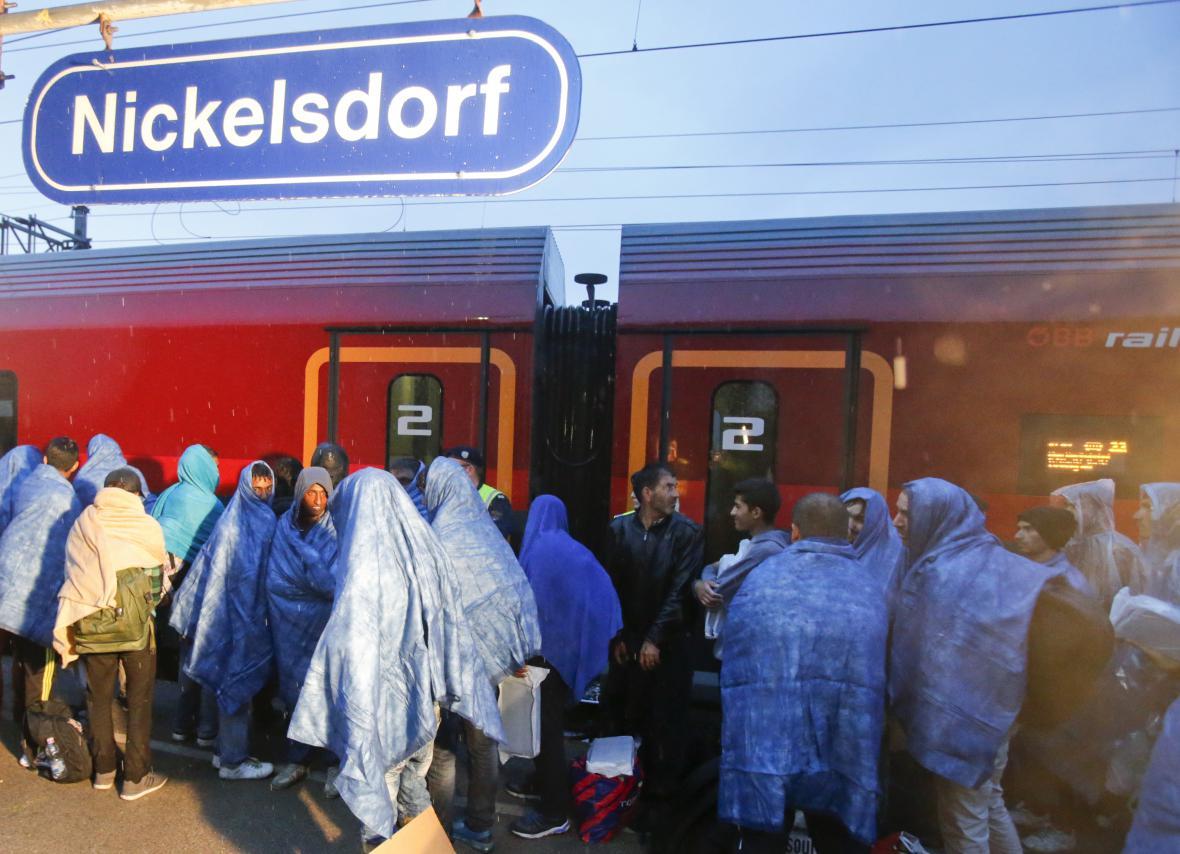 Uprchlíci na rakouském nádraží Nickelsdorf