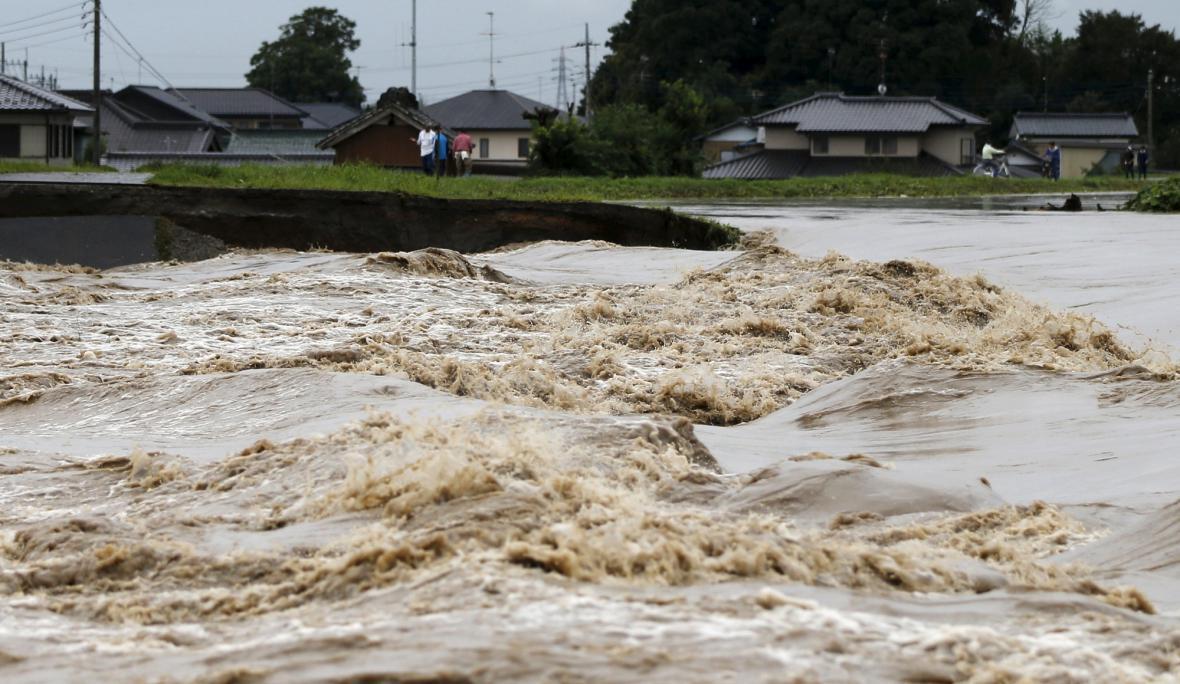 Tajfun Etau způsobil v Japonsku rozsáhlé záplavy