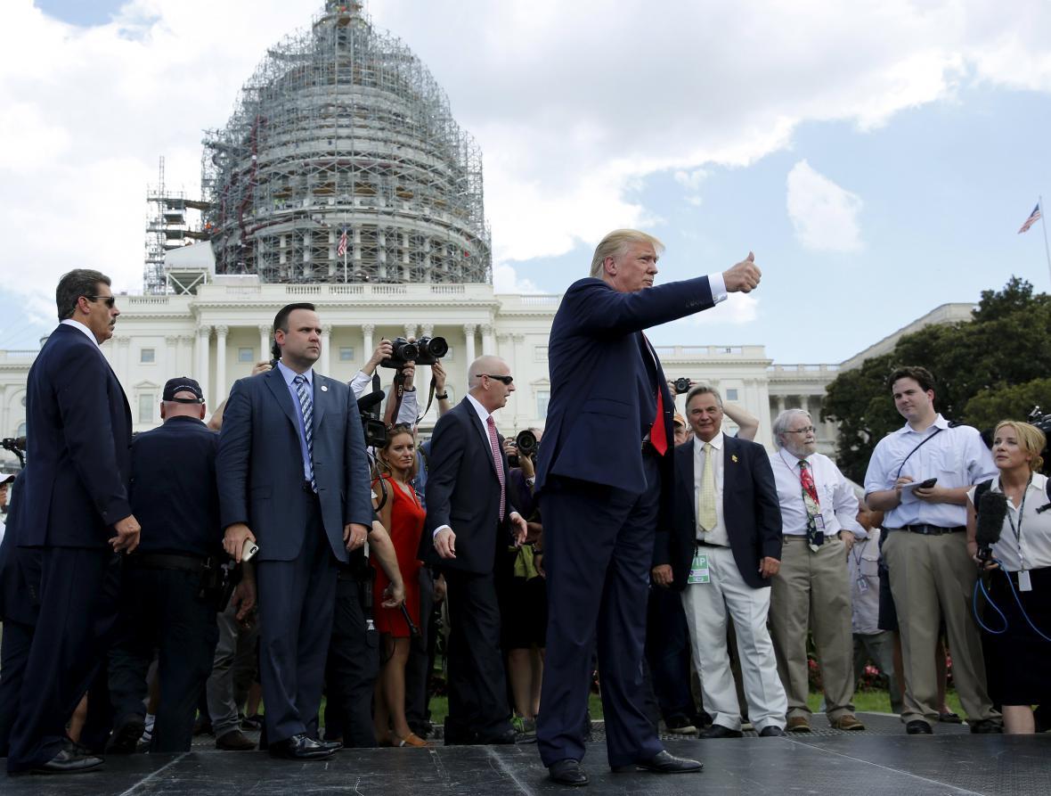 Donald Trump na demonstraci konzervativního hnutí Tea Party před Kapitolem