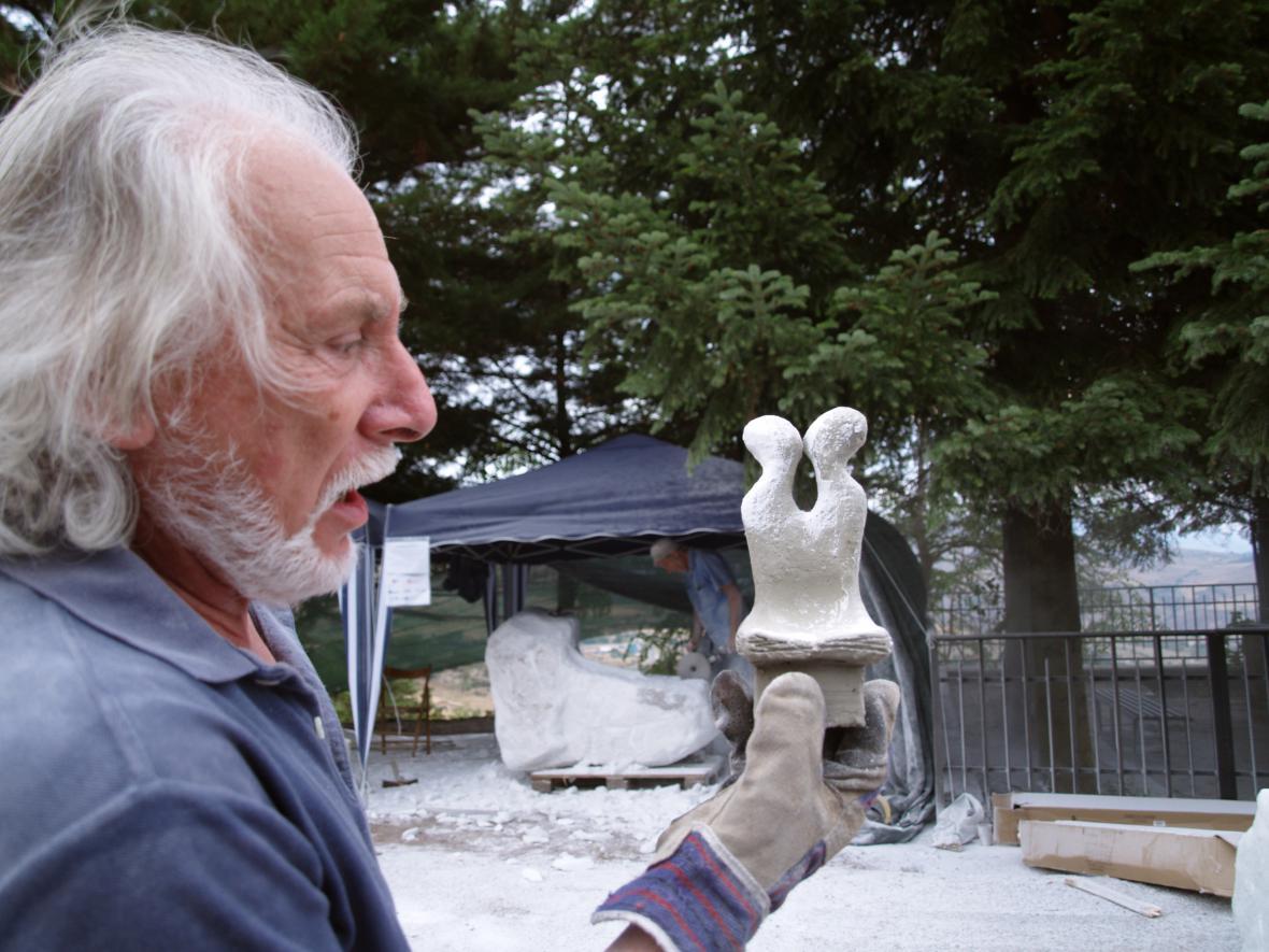 Giuseppe La Bruna s modelem díla