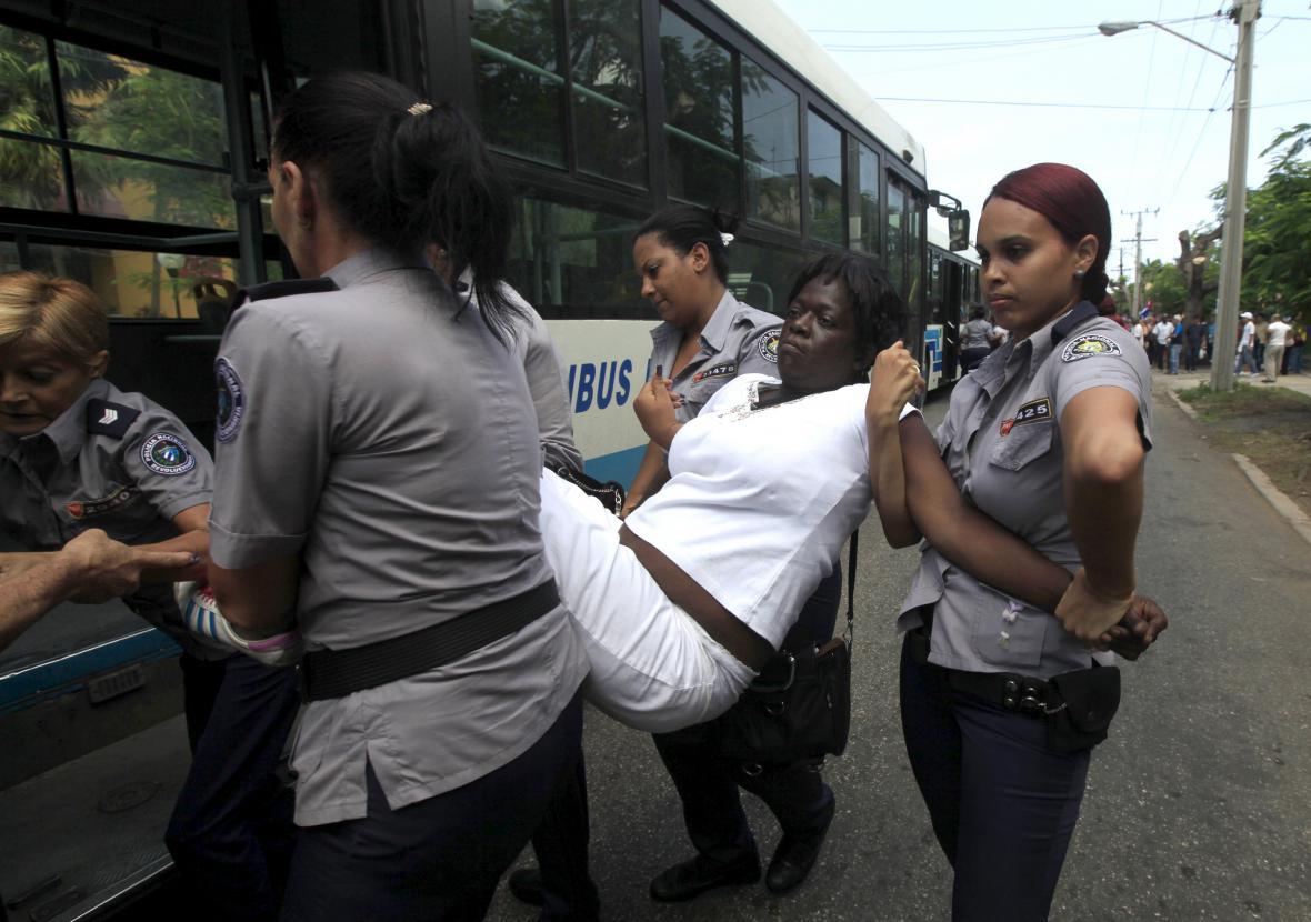 Dámy v bílém protestovaly v Havaně