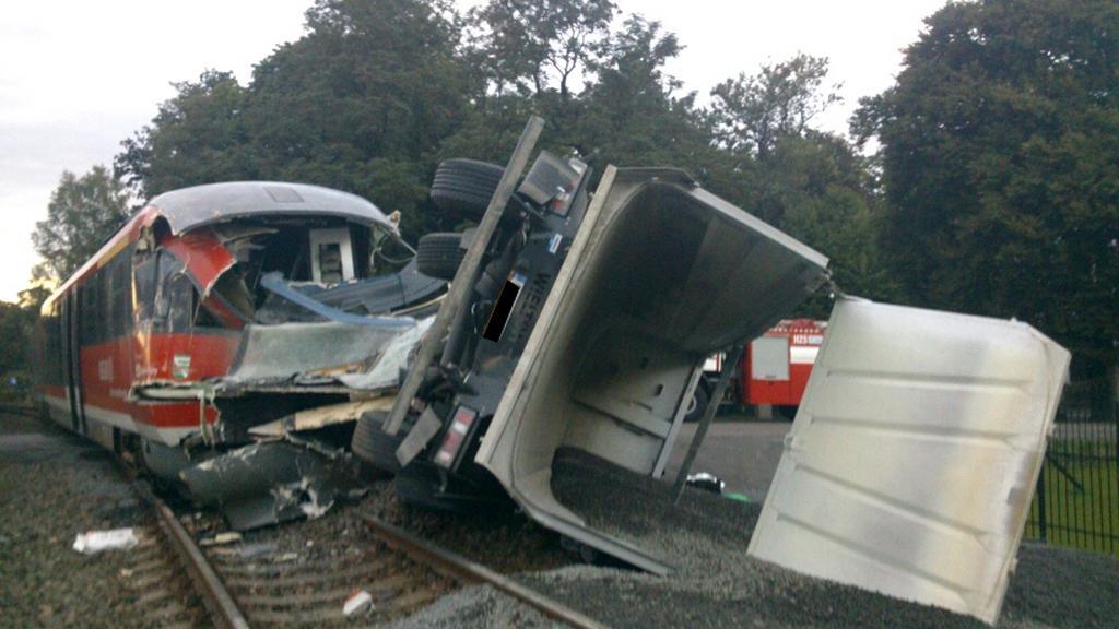 Srážka vlaku s kamionem ve Šluknově - 7. 9. 2015