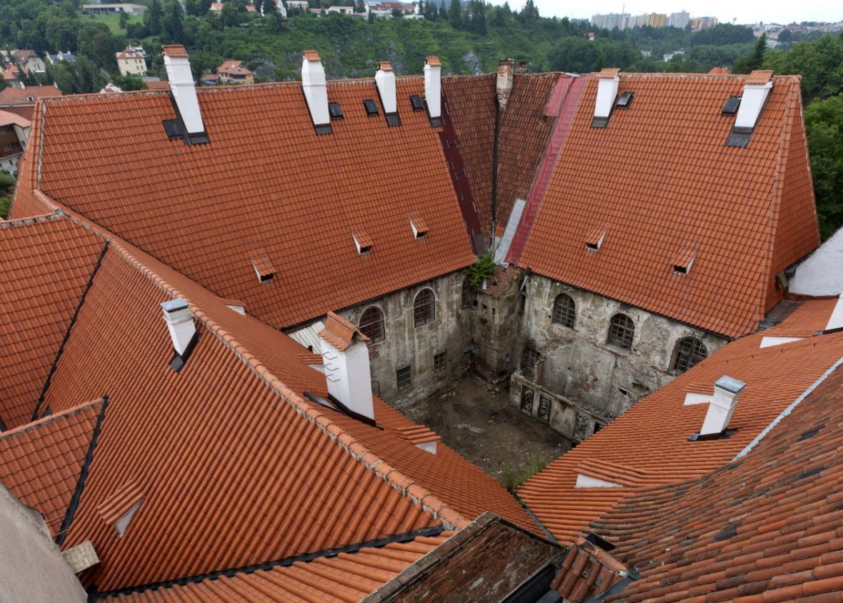 Objev středověkého stropu v klášteře klarisek v Českém Krumlově