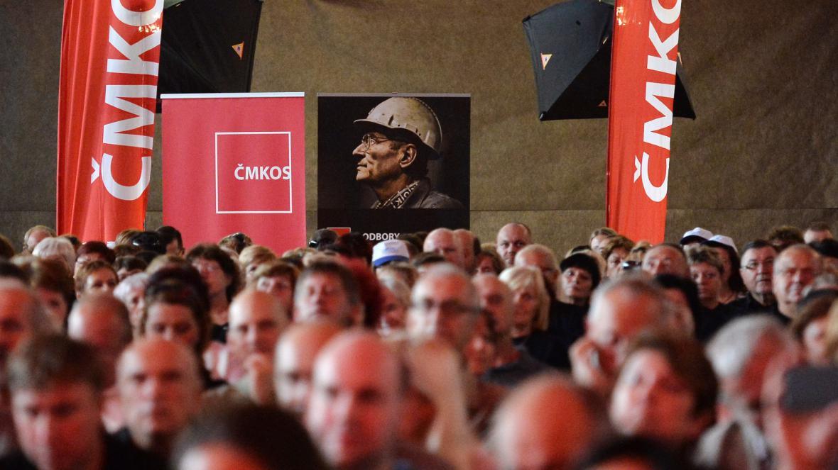 Mítink Českomoravské konfederace odborových svazů na podporu kolektivního vyjednávání o vyšších mzdách