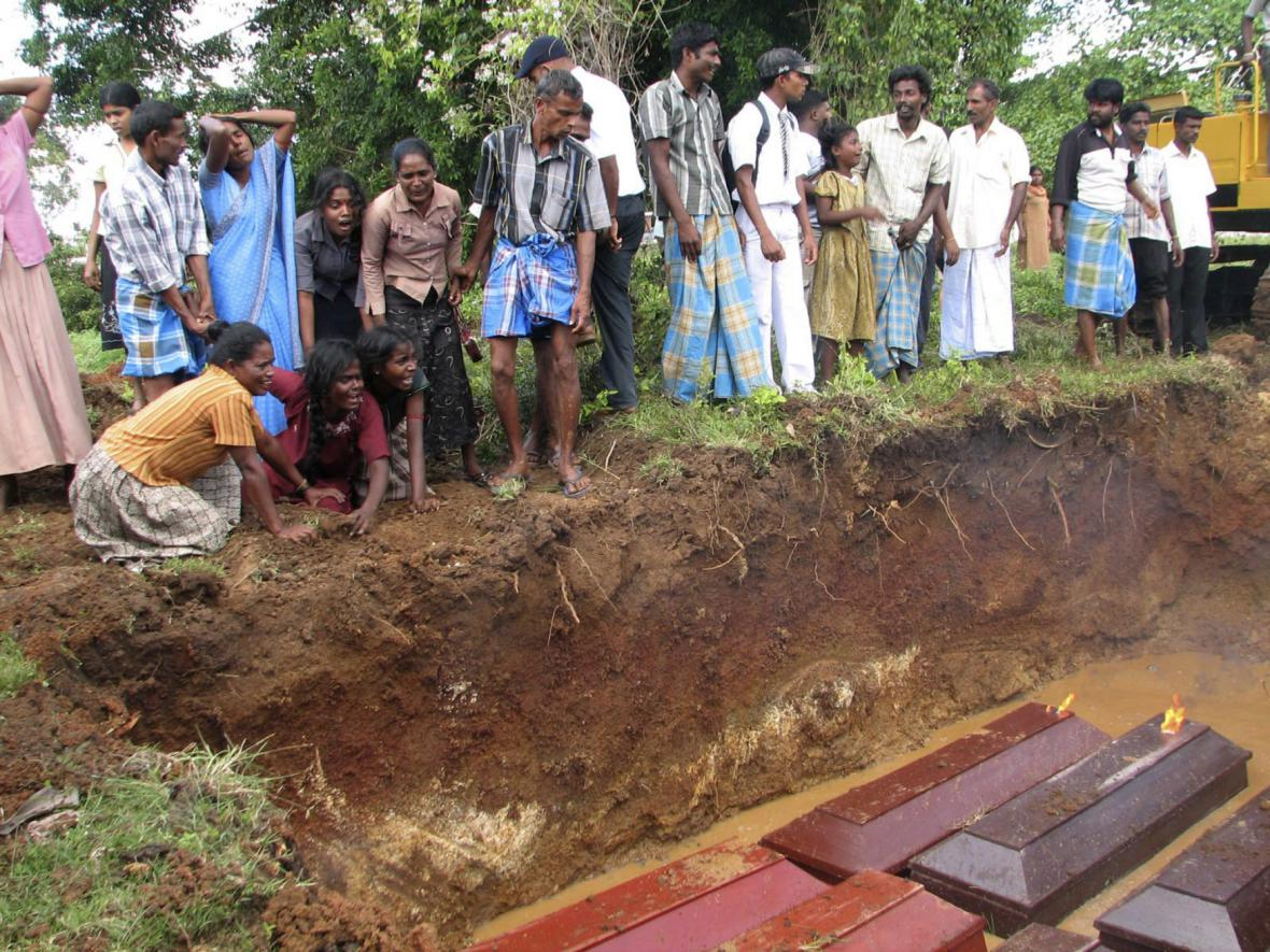 Pohřbívání tamilských obětí