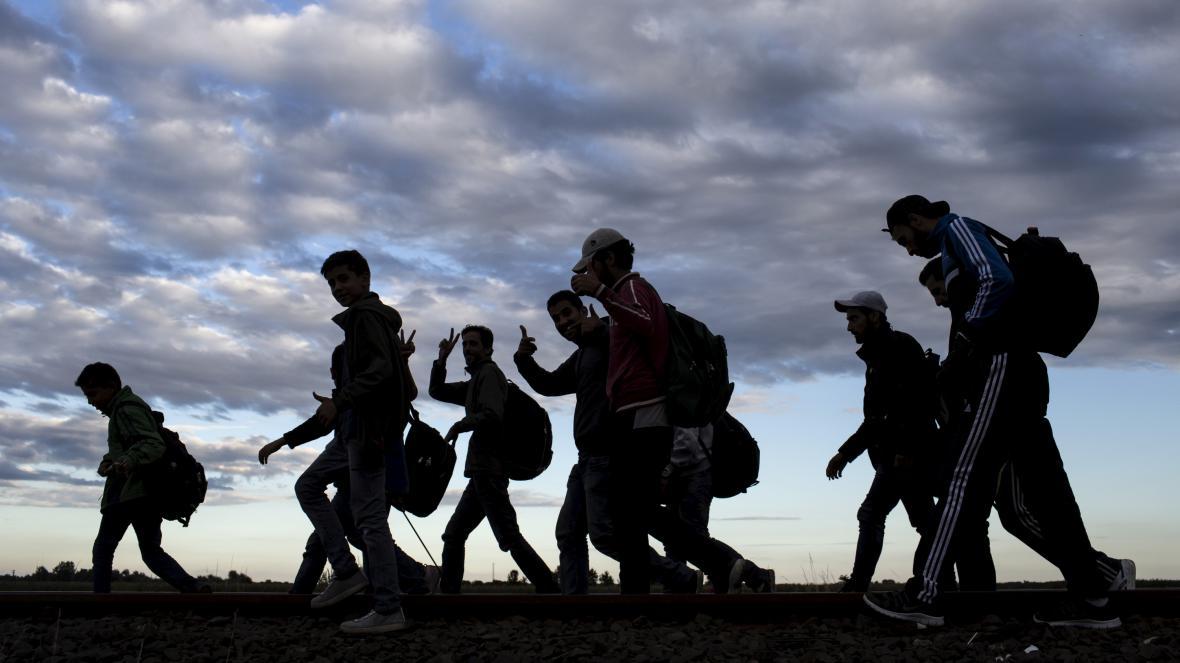 Uprchlíci míří Maďarskem na Západ