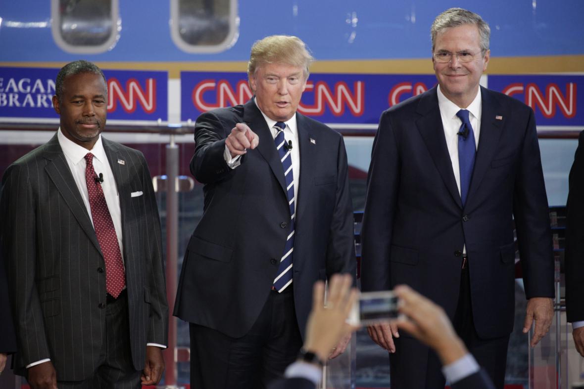 Zleva Ben Carson, Donald Trump a Jeb Bush